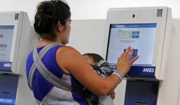 Imagen de El gobierno de Macri, cerca de duplicar la cantidad de planes sociales que entregaba Cristina