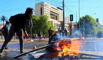 Imagen de Chile en llamas: 15 muertos y casi mil detenidos durante la noche de protestas