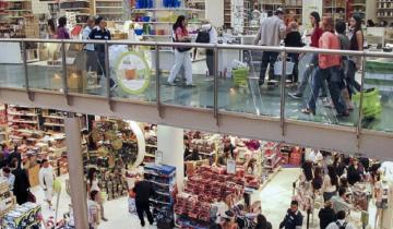 Imagen de Sin piso: un año de caída en las ventas en shoppings y supermercados