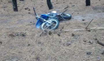 Imagen de Se cayó de su moto en Mar del Sud, golpeó su cabeza contra el piso y murió
