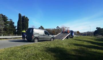 Imagen de Dolores: una camioneta se despistó y volcó en el kilómetro 1 de la Ruta 63