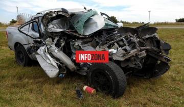 Imagen de Autovía 2: se incrustó con su camioneta en la parte trasera de un camión y salvó su vida de milagro