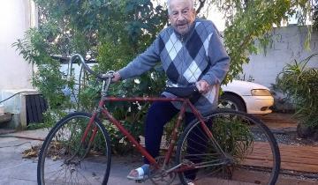 Imagen de Cumplió 100 años, vio a Perón en la Plaza del 45 y aún anda en bicicleta