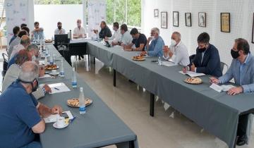 Imagen de En el Partido de La Costa, Kicillof defendió la continuidad de la temporada y pidió mayor responsabilidad y cuidado