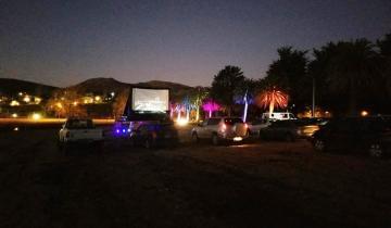 Imagen de Coronavirus: con una función solidaria, se inauguró anoche el autocine de Tandil