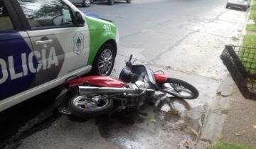 Imagen de Un patrullero chocó una moto y el conductor resultó herido