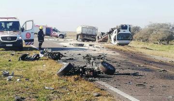 Imagen de Ruta 11: un muerto tras el choque entre un camión y un auto