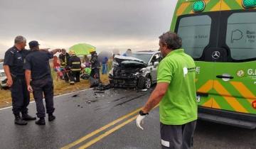 Imagen de Cinco heridos en un durísimo choque frontal en la Ruta 11
