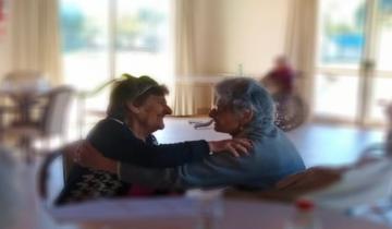 Imagen de Dolores: tienen más de 90 años, son amigas de la infancia y se reencontraron en el geriátrico
