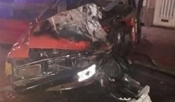 Imagen de Escaparon en un Falcon y chocaron a dos autos estacionados: tienen 16 y 19 años