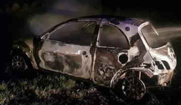 Imagen de Fuego de madrugada: se incendió un auto en la Ruta 11