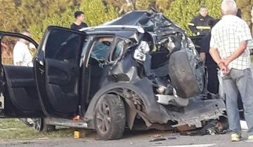 Imagen de Terrible choque entre un auto y un camión en la Ruta 2 con heridos graves