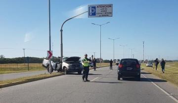 Imagen de Incidente vial en la Ruta 11: una 4x4 terminó doblada contra un poste