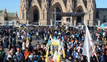 Imagen de Miles de fieles peregrinan a Luján