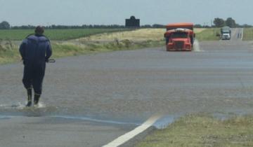 Imagen de La Ruta 3, como un río: cortan un tramo luego de las fuertes lluvias