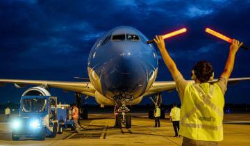 Imagen de Llega por Aerolíneas Argentinas el primer lote del principio activo para la fabricación de vacunas