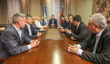 Imagen de Demostración de fuerza de Massa y Pichetto: foto con nueve gobernadores