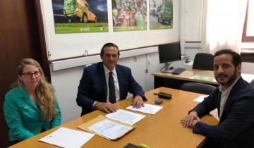 Imagen de Etchevarren firmó un convenio para la implementación del SAME en Dolores