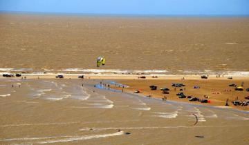 Imagen de Punta Rasa: rescatan a 35 personas atrapadas por la suba de la marea