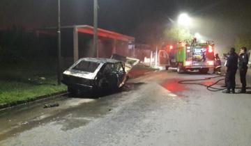 Imagen de Se incendió un automóvil que días pasados protagonizó un fuerte accidente en Dolores