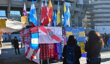 Imagen de Madrid amaneció vestida por los colores de River y Boca, que definen hoy la Libertadores
