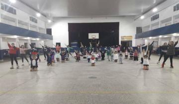 Imagen de Show de patín artístico en el Club Social y Deportivo Mar de Ajó