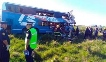 Imagen de Cuatro muertos tras chocar un colectivo y un camión en la Ruta 14