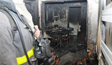 Imagen de Tandil: se durmió con una vela encendida y se le incendió el departamento
