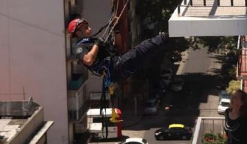 Imagen de Tomaba sol en el balcón, se le cerró la persiana y tuvieron que rescatarla los bomberos