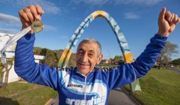 Imagen de Un ciclista de 70 años trajo una medalla a La Costa del Mundial de Inglaterra