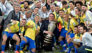 Imagen de Bolsonaro desafía al Covid-19 y confirmó que la Copa América finalmente se jugará en Brasil
