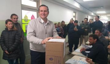 Imagen de Elecciones 2019 en vivo: Etchevarren votó en Dolores en busca de un nuevo mandato como Intendente