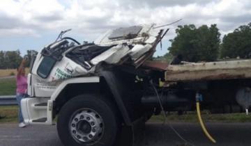 Imagen de Ruta 2: volcó un camión muy cerca del lugar donde tumbó el micro