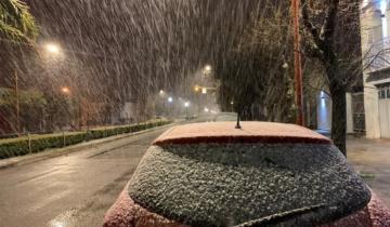Imagen de La nieve llegó a Tres Arroyos y crece la expectativa en la Costa Atlántica