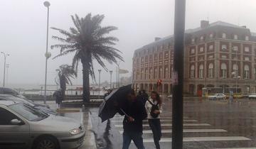 Imagen de Renuevan el alerta meteorológico por vientos fuertes en la Costa Atlántica bonaerense