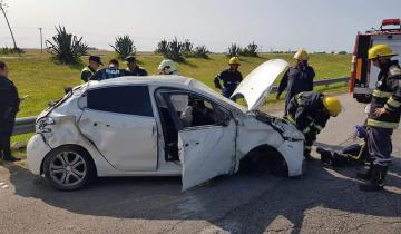 Imagen de Dos heridos tras un vuelco en la Ruta 2
