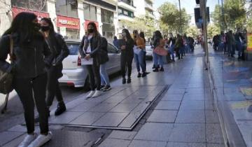 Imagen de Desocupación en Mar del Plata: más de dos cuadras de cola para conseguir trabajo de vendedora