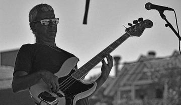 Imagen de Trabajó con los principales músicos del rock nacional y propone enseñar gratis en La Costa
