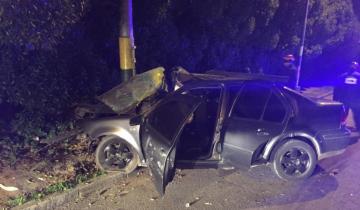 Imagen de Dos jóvenes muertos y dos heridos al chocar un auto contra un poste de luz en Mar del Plata