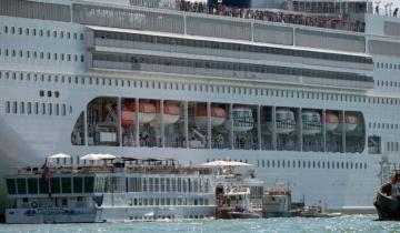 Imagen de Un crucero perdió el control y chocó contra otro barco en el puerto de Venecia