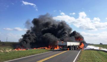 Imagen de Tres personas murieron calcinadas tras un choque frontal entre dos camiones