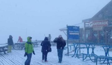 Imagen de Llegó la nieve: Bariloche quedó vestida de blanco con la primera nevada del año