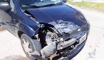 Imagen de Dolores: accidente entre un auto y una camioneta