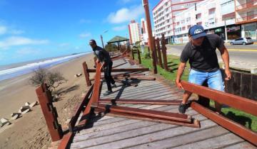 Imagen de Partido de La Costa: con una mirada ambientalista, comenzó la construcción de biobajadas accesibles a la playa