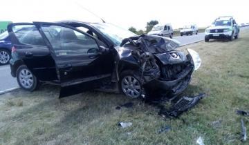Imagen de Los accidentes no paran: fuerte choque entre un micro y un auto sobre la Ruta 11