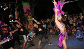 Imagen de La lluvia impidió culminar con la presentación del Carnaval del Sol