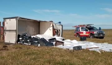 Imagen de Volcó un camión de transporte en General Madariaga y el conductor debió ser hospitalizado