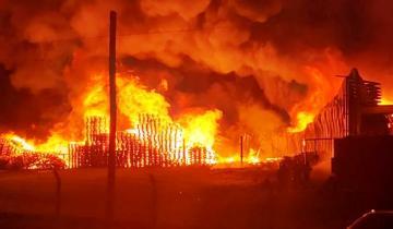 Imagen de Tandil: un incendio destruyó la planta de chacinados de Cagnoli