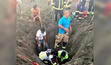Imagen de Un hombre construía un túnel de arena en la playa y murió sepultado