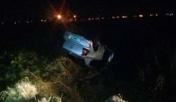 Imagen de Un vuelco y tres heridos leves anoche en la Ruta 11
